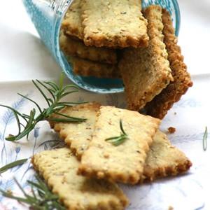 foto Biscotti salati con nocciole, rosmarino e sesamo