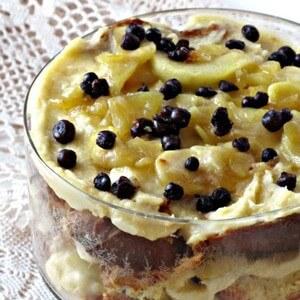 foto English trifle al caffè e amaretto con mele caramellate