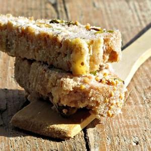 foto Rollè misto ai pistacchi in crosta senape e mais